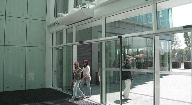 Uso de cortinas de aire en locales comerciales